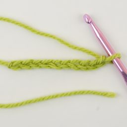 Nea Creates. Crochet basics 4: how to crochet a chain.