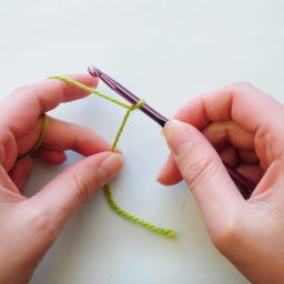 Nea Creates. Crochet basics 3: how to hold the hook and yarn.