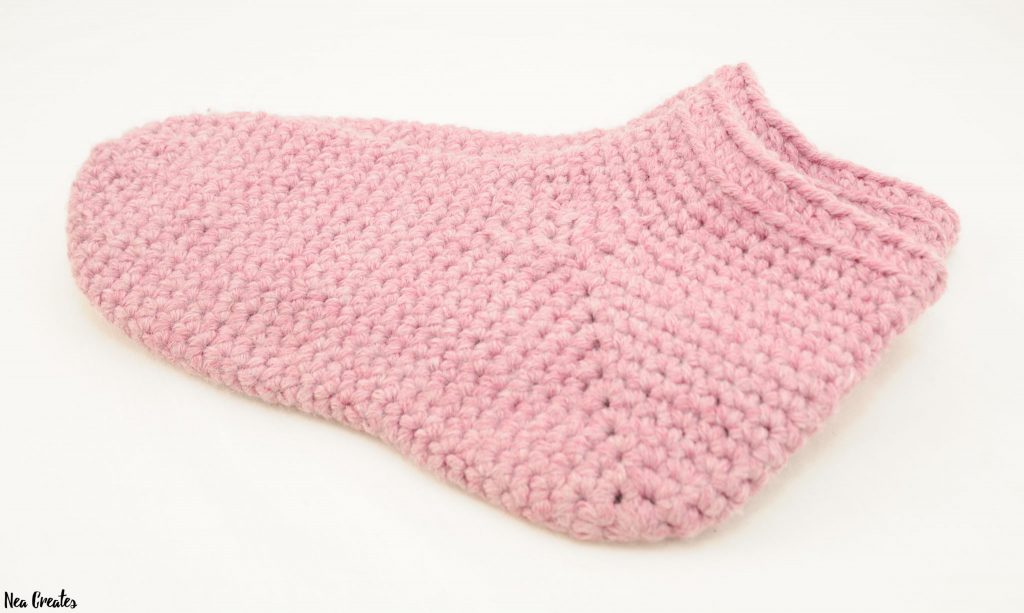 Make these super cozy Bulky Crochet Socks using this FREE crochet pattern! The pattern is for one size but tips and tricks for adjusting the size are available too!