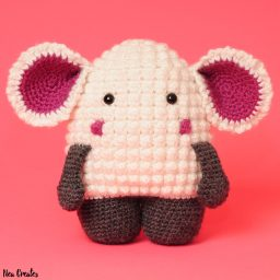 Crochet Hugo the Lamb using this FREE amigurumi pattern! Intermediate difficulty crochet pattern and no sewing on of parts, yay! #freecrochetpattern