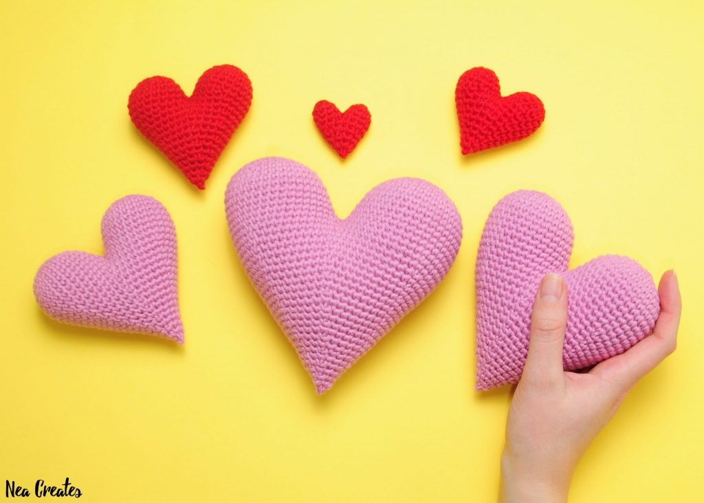 Crochet these super cute amigurumi hearts for Valentine's Day using this FREE crochet pattern! Written pattern with photos for 6 different sizes! | Nea Creates