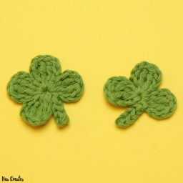 Crochet these super cute Clover Appliqués for Saint Patrick's Day using this quick and easy FREE crochet pattern! #fourleafclover #crochetclover #crochetfourleafclover #freecrochetpattern