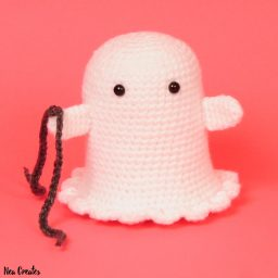 Crochet Boo the Ghost using this FREE amigurumi pattern! Easy difficulty free crochet pattern and he's so cute, rattling his (crochet) chains! #freecrochetpattern