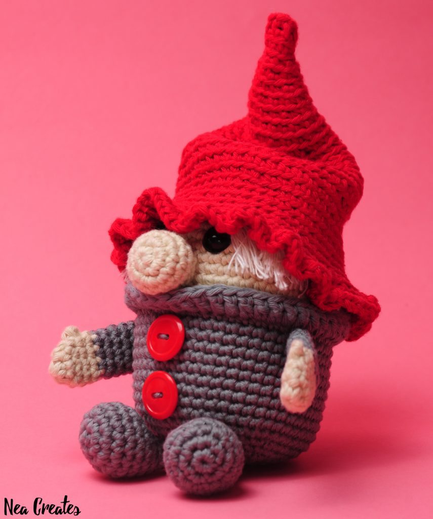Crochet Gustav the Gnome for Christmas using this FREE amigurumi pattern! Easy/intermediate free crochet pattern, and he's so cute, with or without his hat!